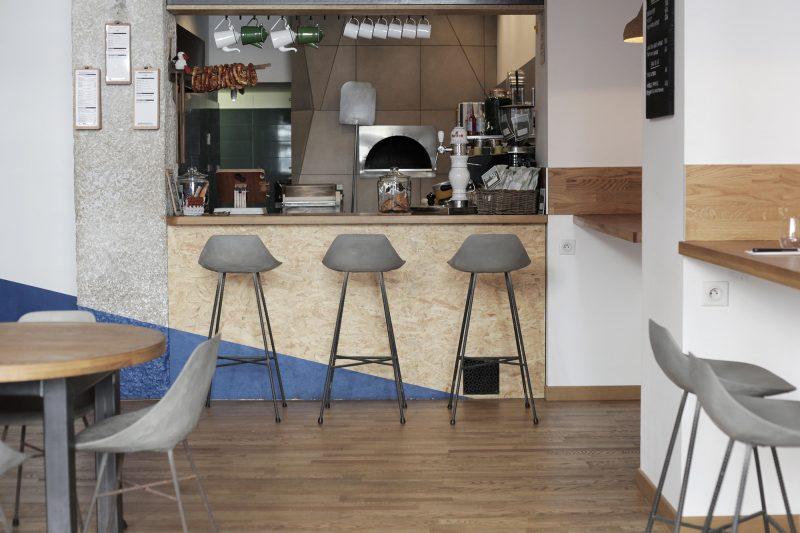 барные стулья из бетона