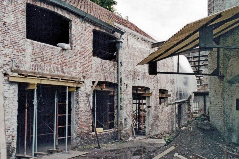 разрушившееся здание