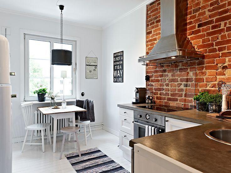 кирпичная стена кухня лофт