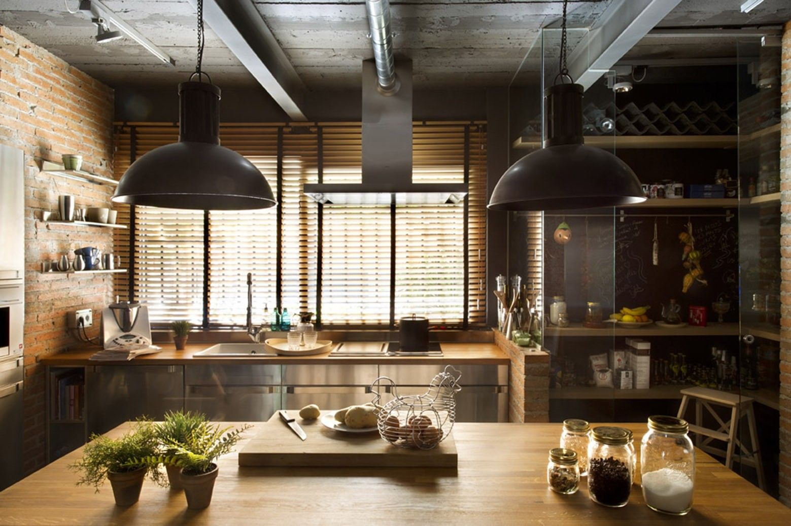 подвесные светильники в интерьере кухни лофт