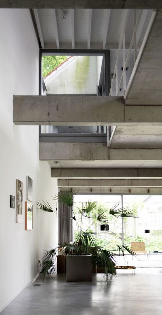 бетонные балки под потолком