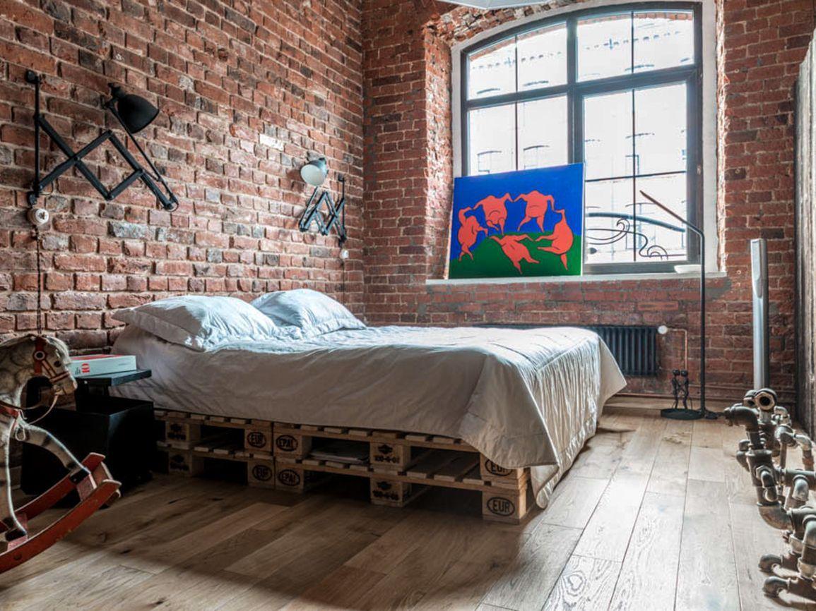 кровать из паллет в стиле лофт
