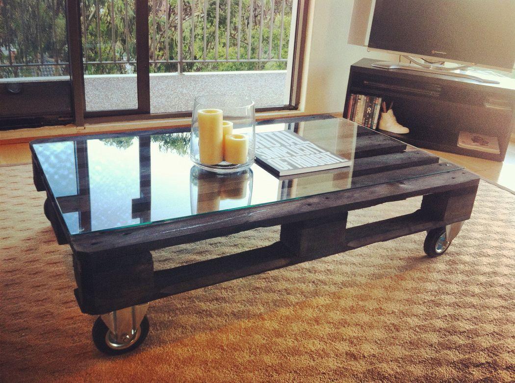 журнальный столик из паллет в стиле лофт