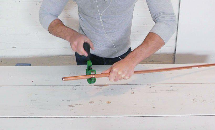 режем медную трубу на шесть частей