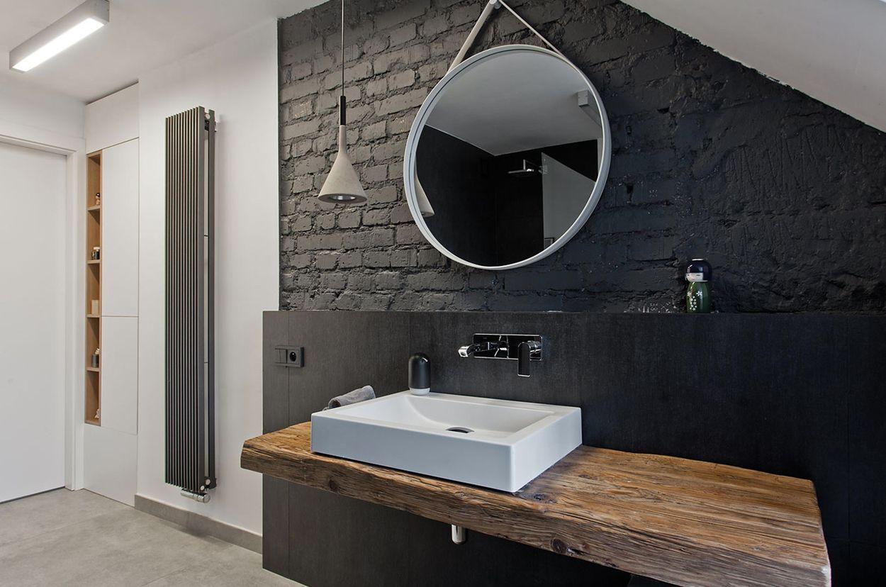 черная кирпичная стена в стиле лофт