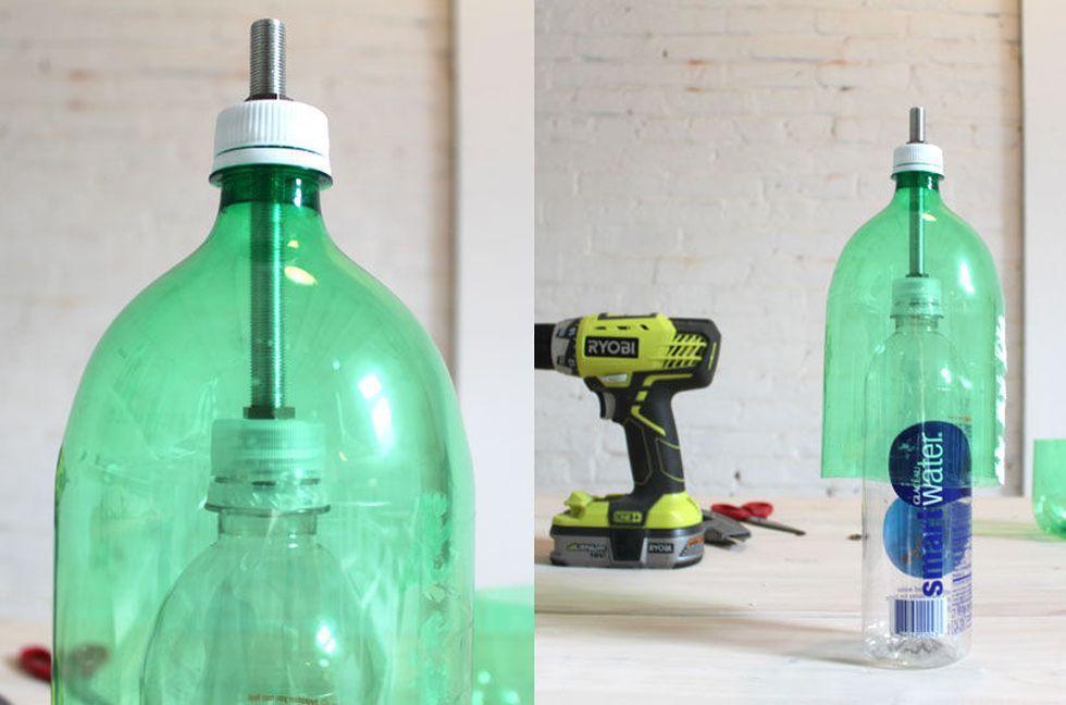 скрепляем бутылки трубкой и гайками