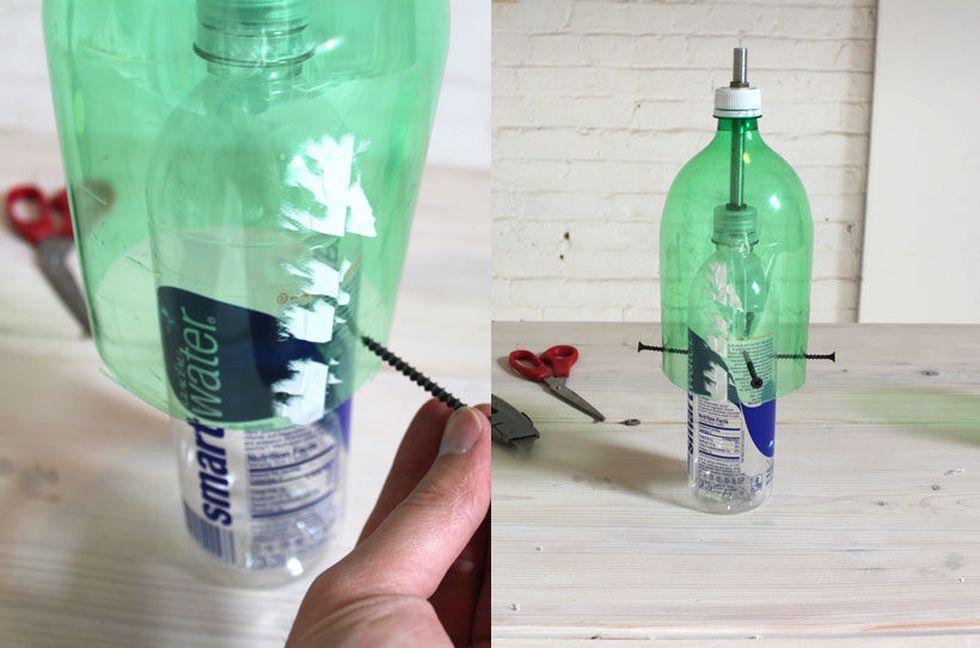используем саморезы для фиксации бутылок