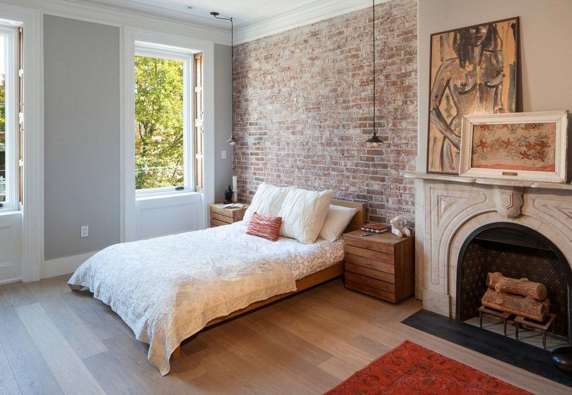 кровать изголовьем к кирпичной стене в стиле лофт
