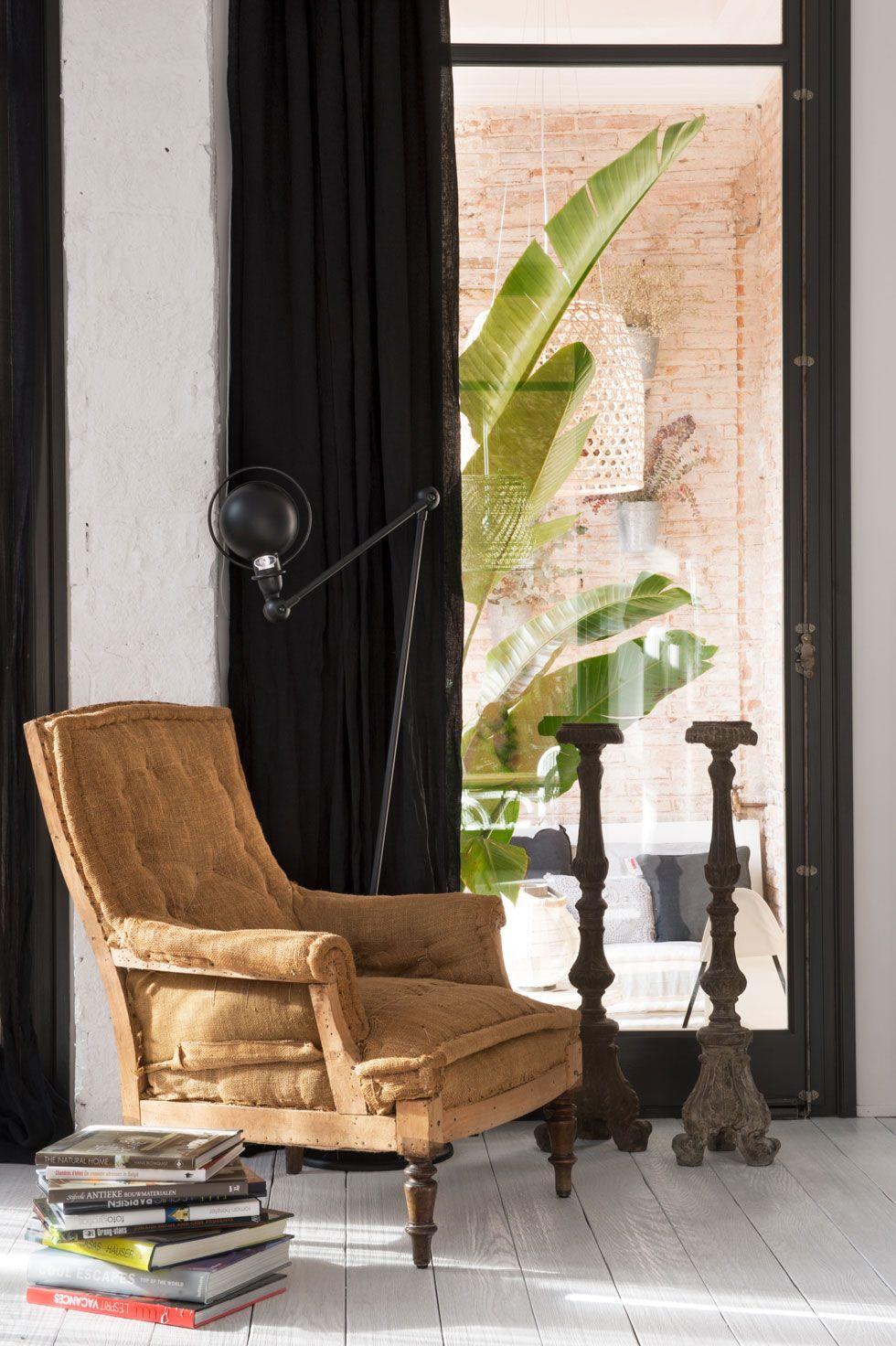 кресло тканевое в интерьере