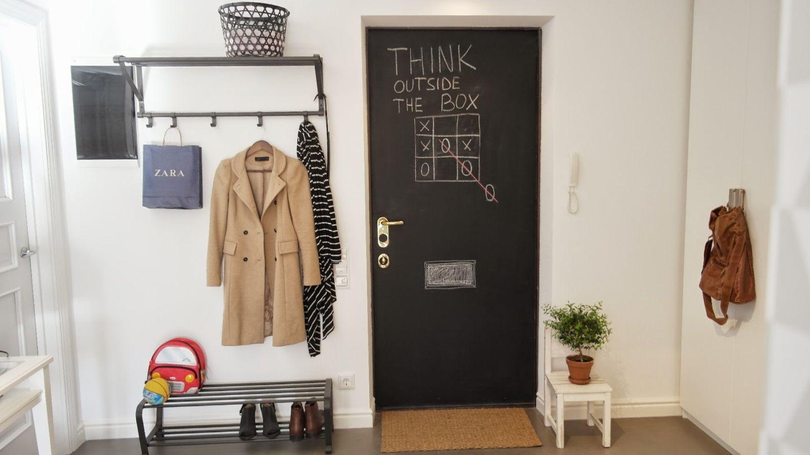 дверь окрашена грифельной краской