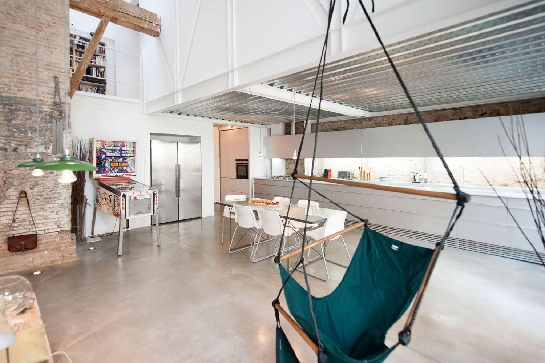 Дом в стиле лофт для архитектора