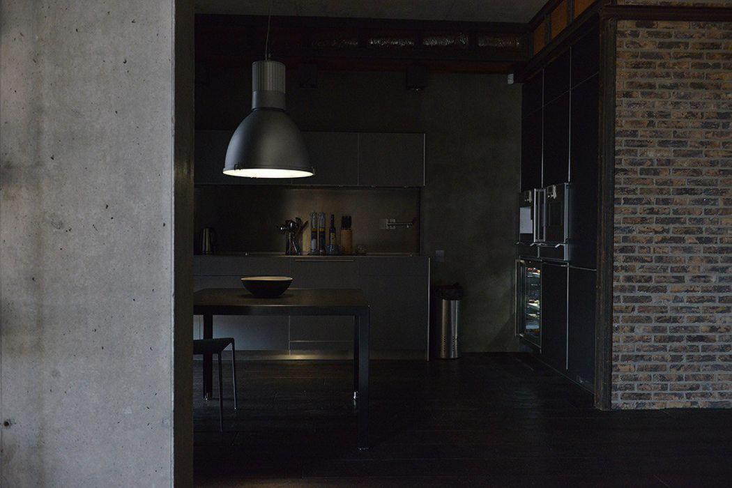Серый лофт в интерьере кухни