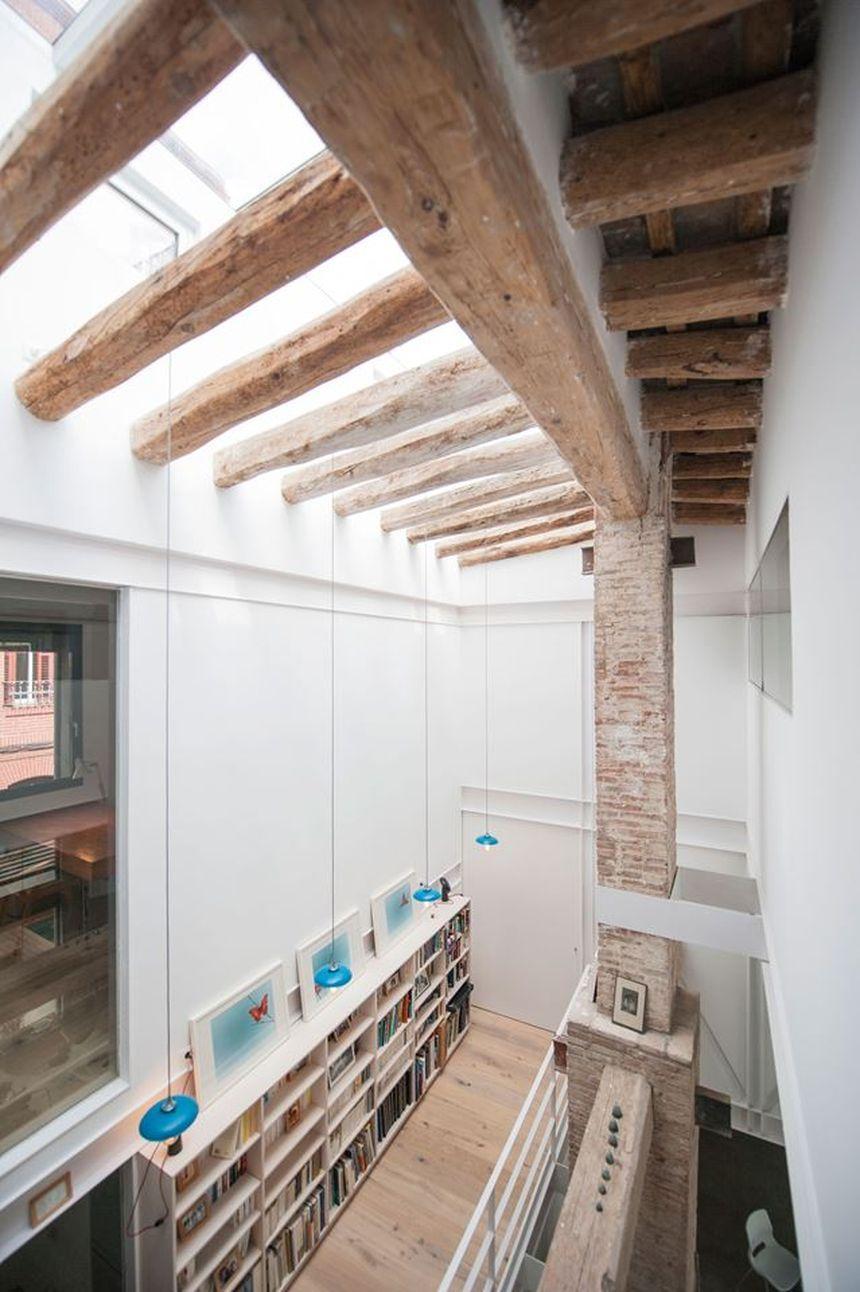 Дом в стиле лофт деревянные балки