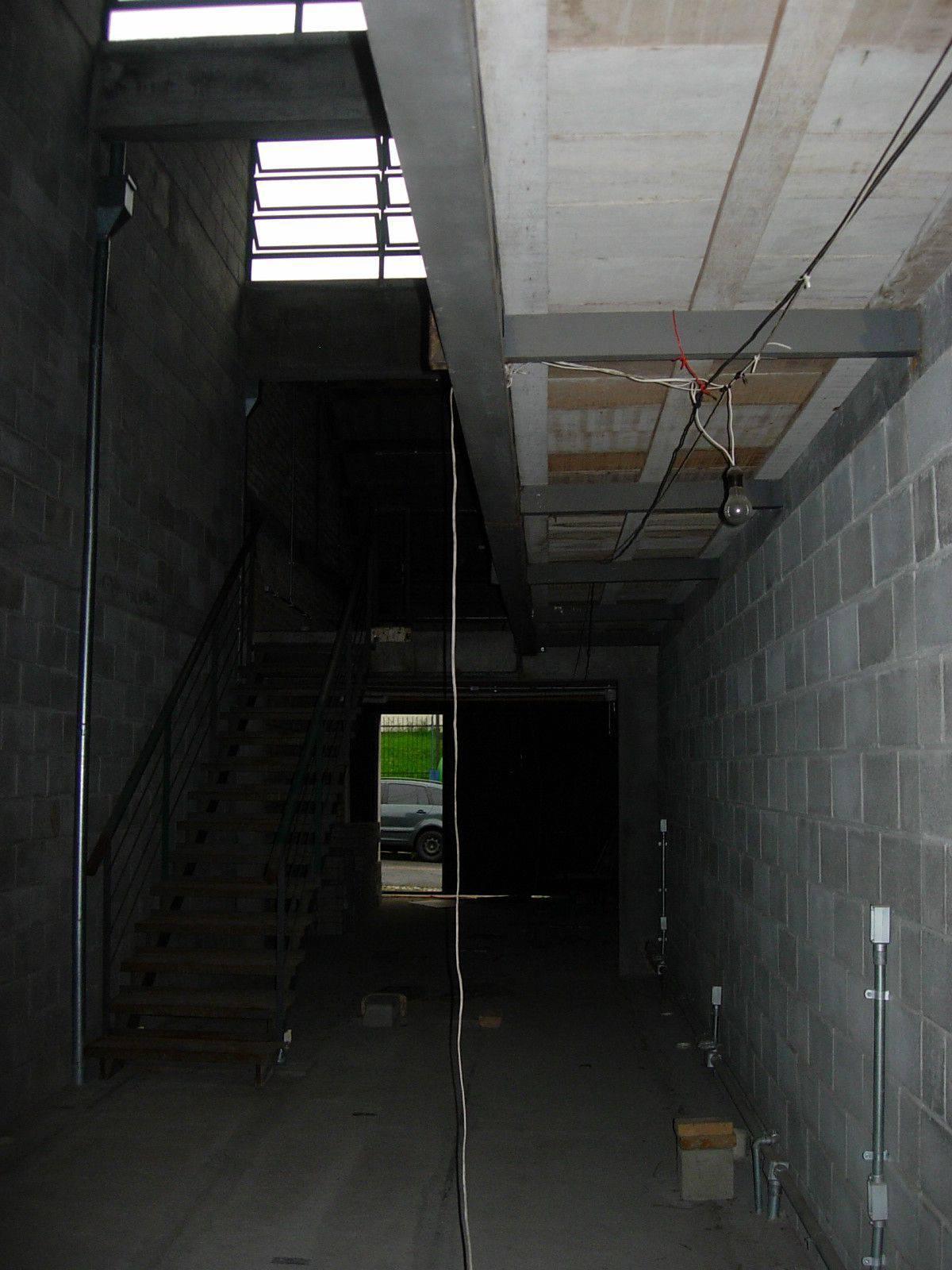 Современный жилой лофт в гараже