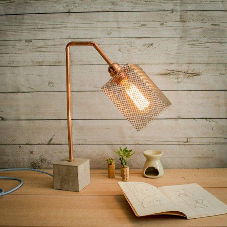 Настольная лампа с основанием из бетона
