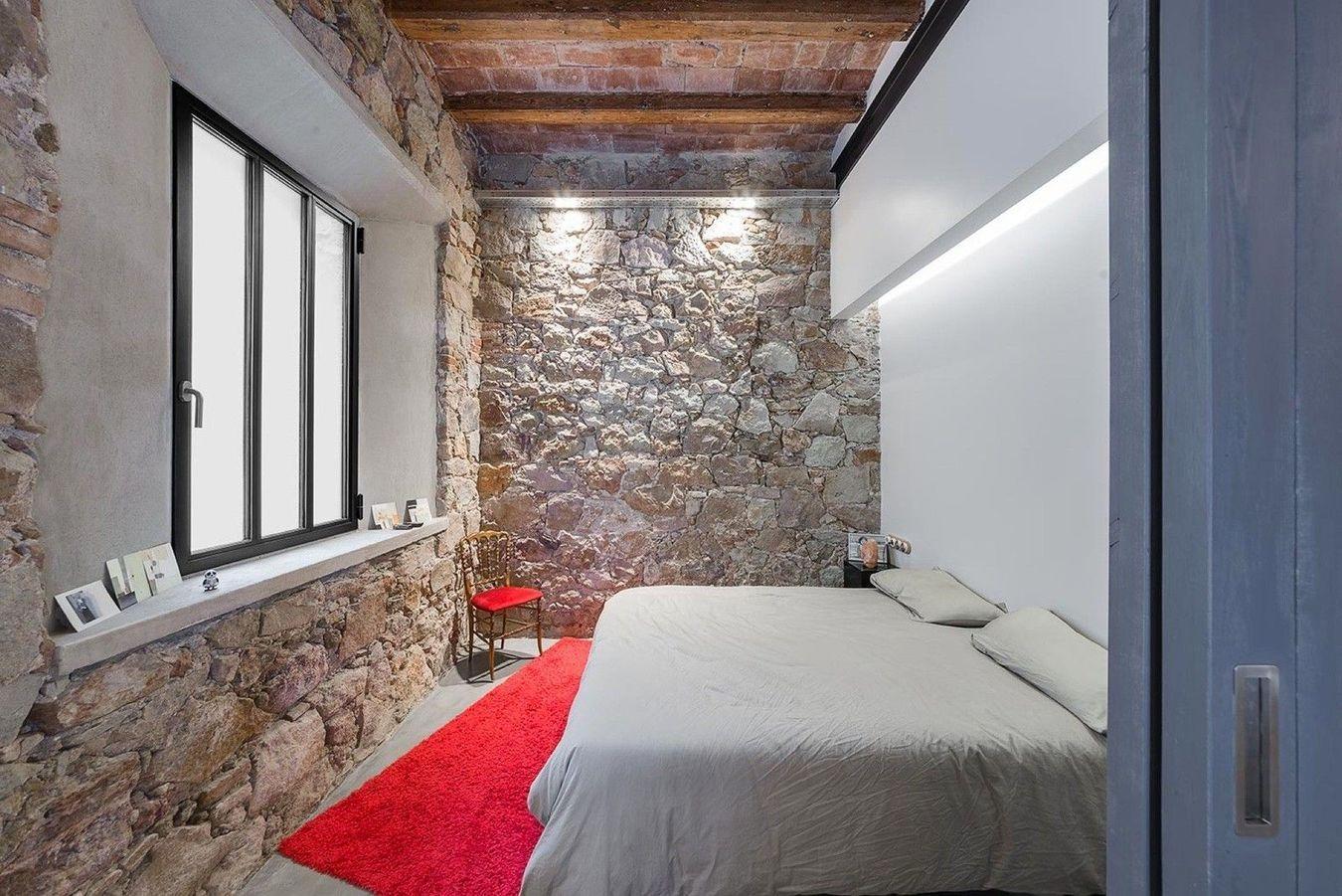 каменная спальня