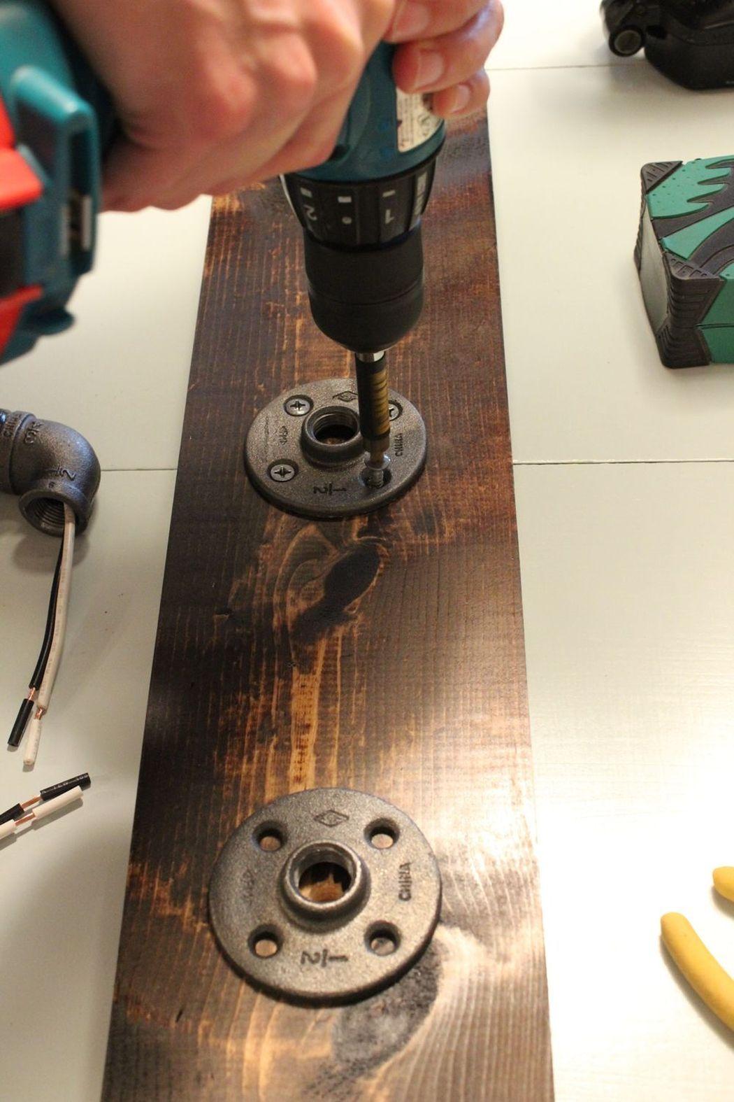 прикручиваем фланцы к основанию светильника в стиле лофт