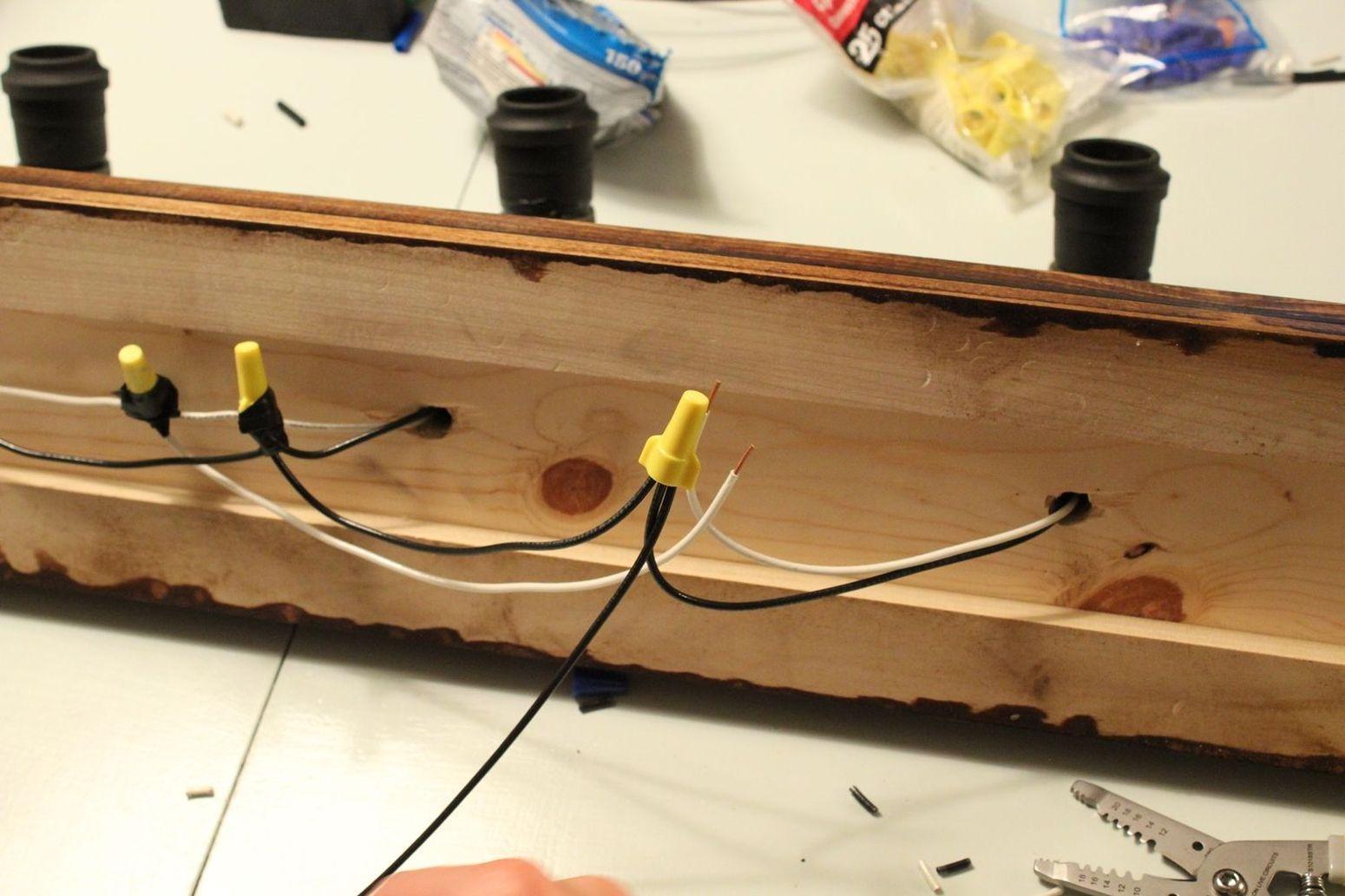 соединяем лампы проводами