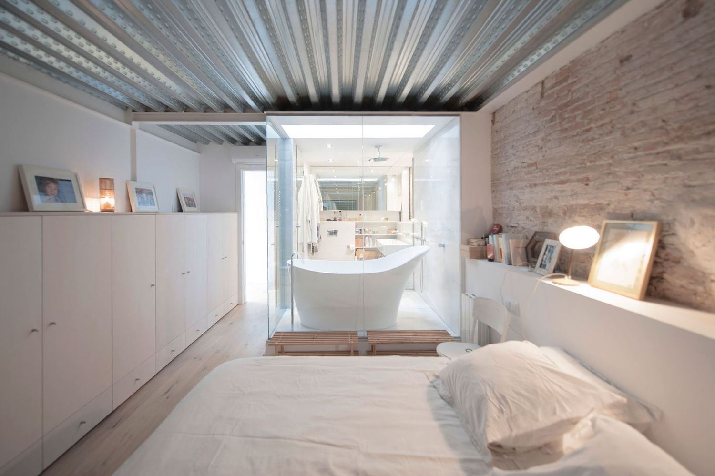 Дом в стиле лофт спальня