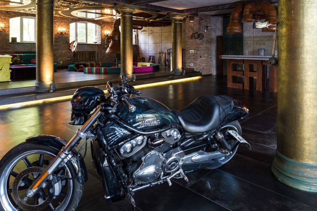 мотоцикл в интерьере
