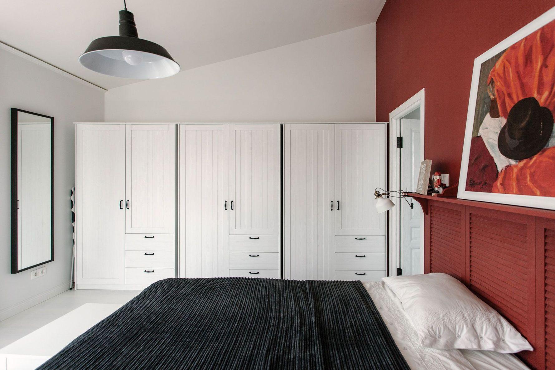 белые шкафы в спальне