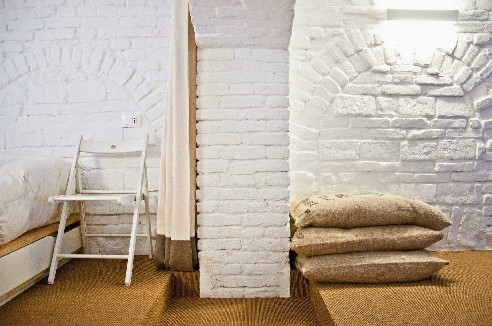 белые кирпичные стены
