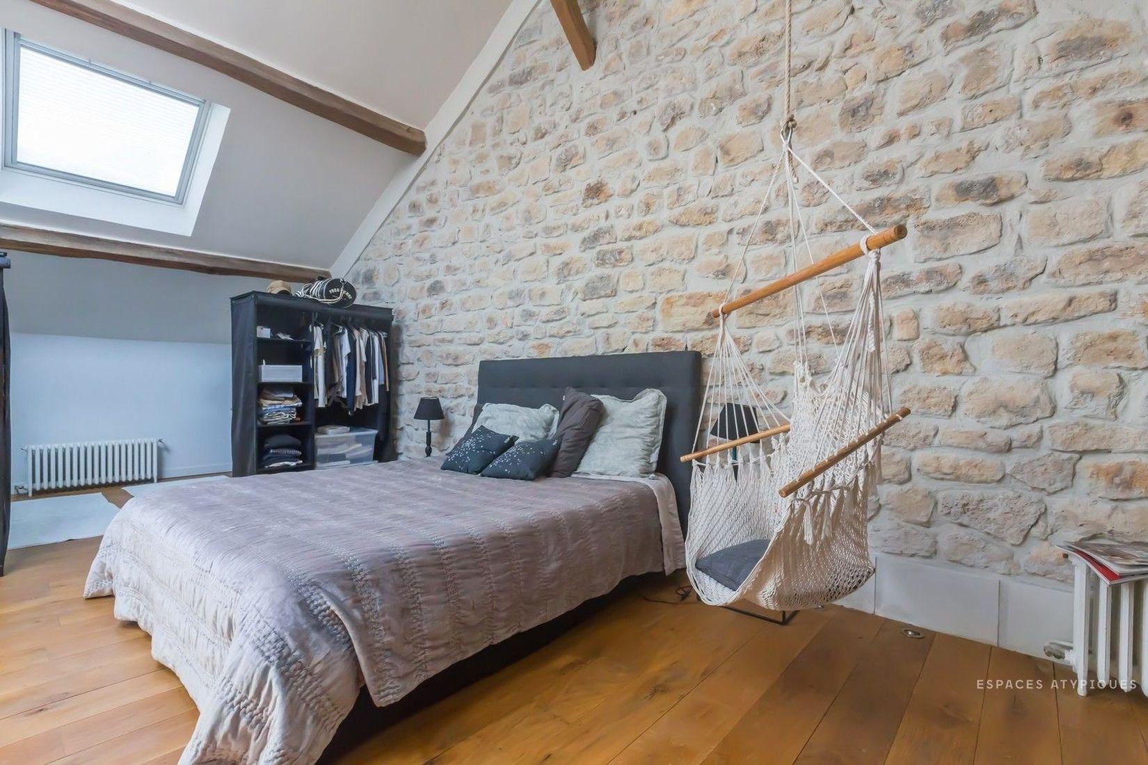 просторная спальня лофт