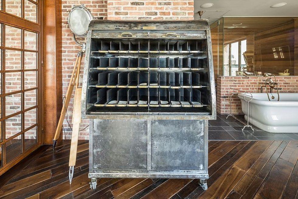 винтажный винный шкафчик
